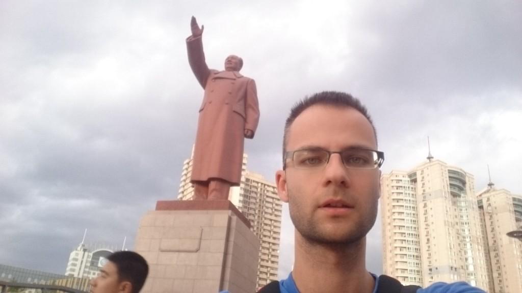 Ляонин. Дандун. Паметник Мао