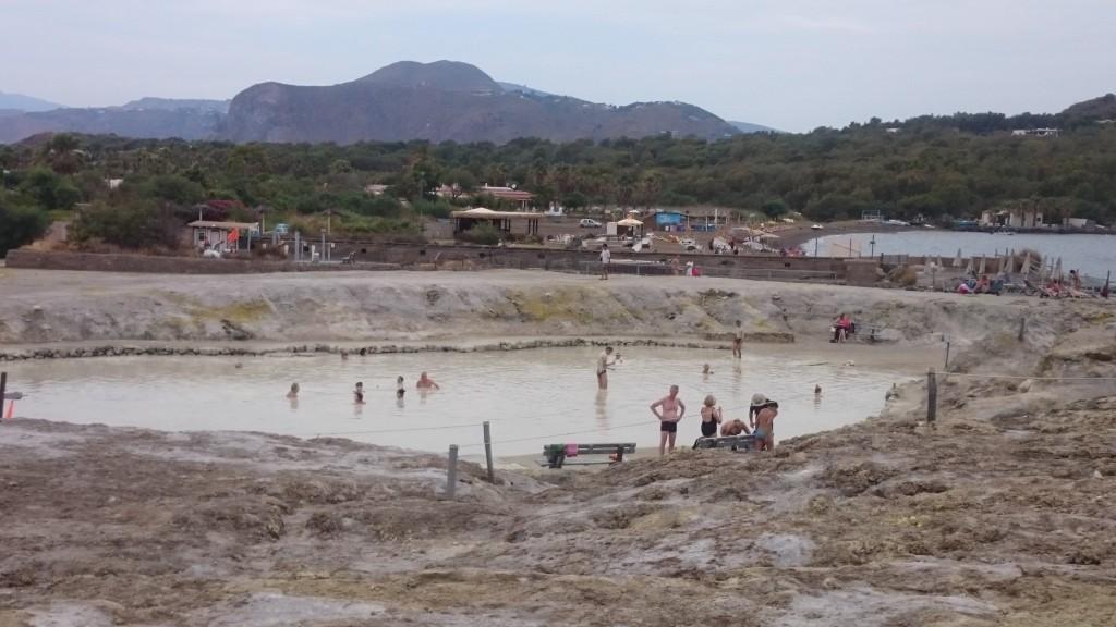 Еолийски остров Вулкано. Лечебна кал.