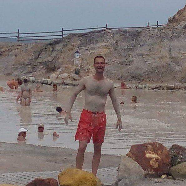 Еолийски остров Вулкано. Стефан Колев в лечебна кал.
